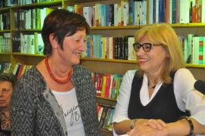 Gisela Meininghaus (links) und die Berliner Verlegerin Brigitte Ebersbach.