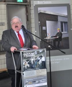 """Der ehemalige NRW-Arbeitsminister Guntram Schneider bei seiner Rede zur Ausstellungseröffnung """"Glückauf in Deutschland""""."""