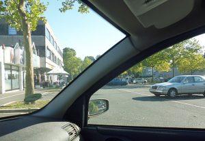 Der Blick auf den Markt, wie man ihn heute erlebt: durch das Autofenster.
