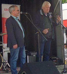 Oberbürgermeister Sierau (rechts) und Bezirksbürgermeister Tölch eröffneten das Sommerfest.