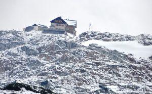 Auf dem Weg zum Ingolstädter Haus war die Wege teilweise mit Neuschnee bedeckt.