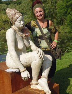 Starke Frauen aus Afrika sind Thema der Keramikerin Paz Sanz Fle.