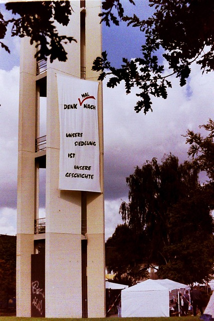 kirchturm-1997-mit-banner